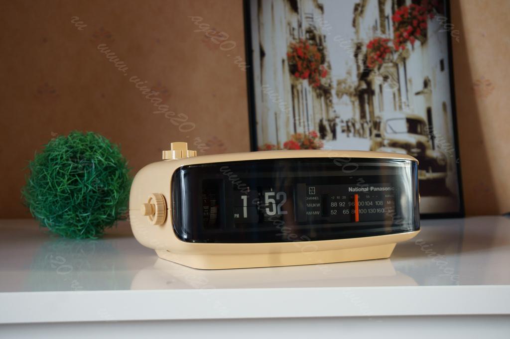 Перекидные винтажные часы Panasonic. Похожая модель из фильма «День сурка».