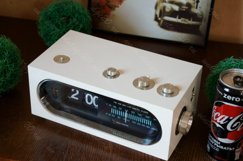 Перекидные часы Panasonic в стиле Space Age с радио и будильником и работой от батареек